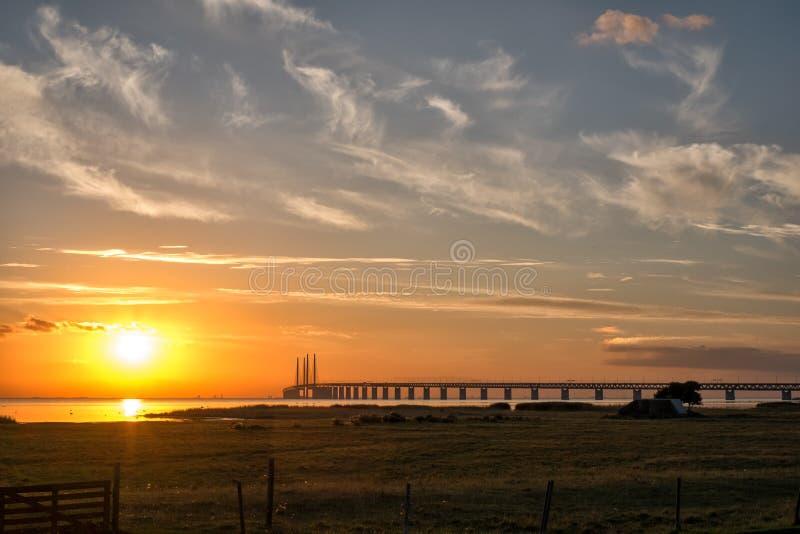 Ponte de Oresund no por do sol fotografia de stock