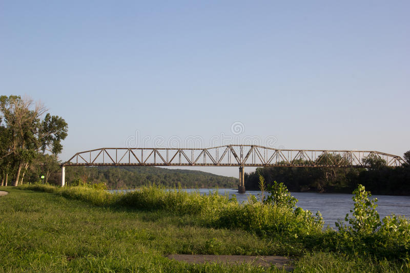 Ponte de pedágio sobre o Rio Missouri fotos de stock royalty free