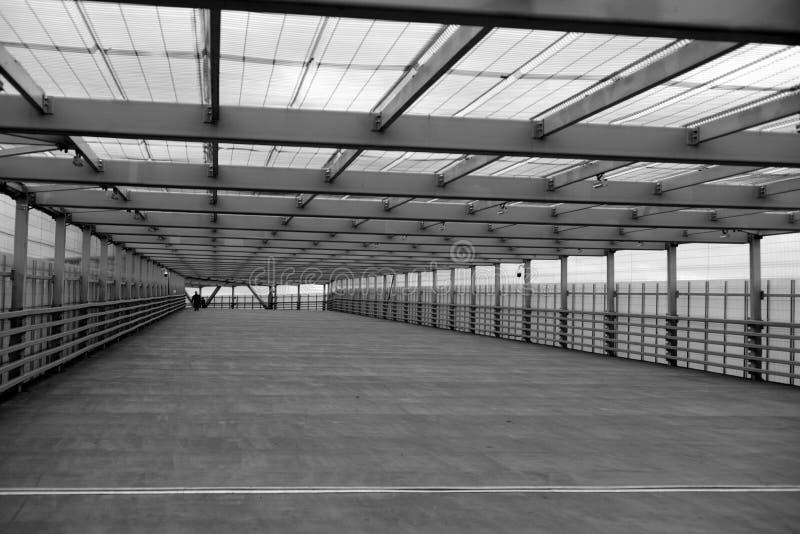 Ponte de pedestre moderna foto de stock royalty free