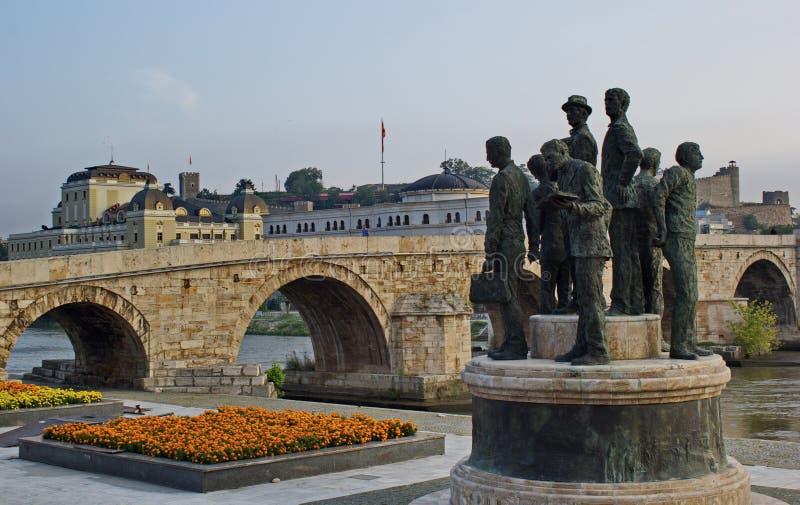 Ponte de pedra, centro da cidade de Skopje, Macedônia fotografia de stock
