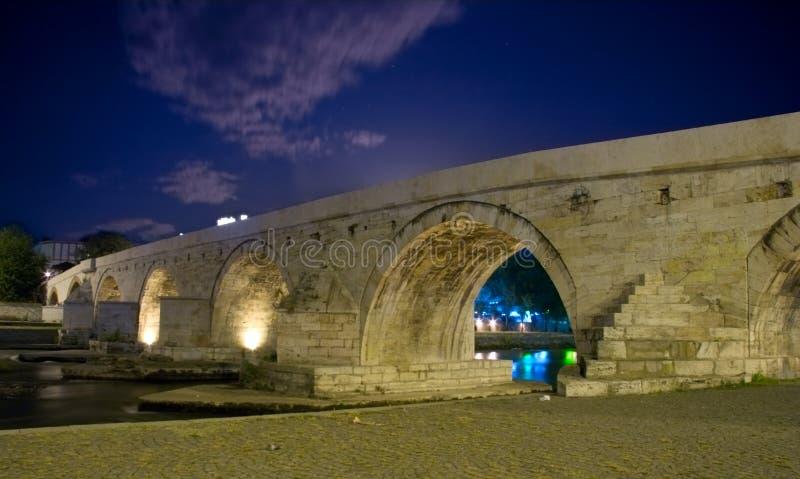 Ponte de pedra famosa em Skopje fotos de stock royalty free