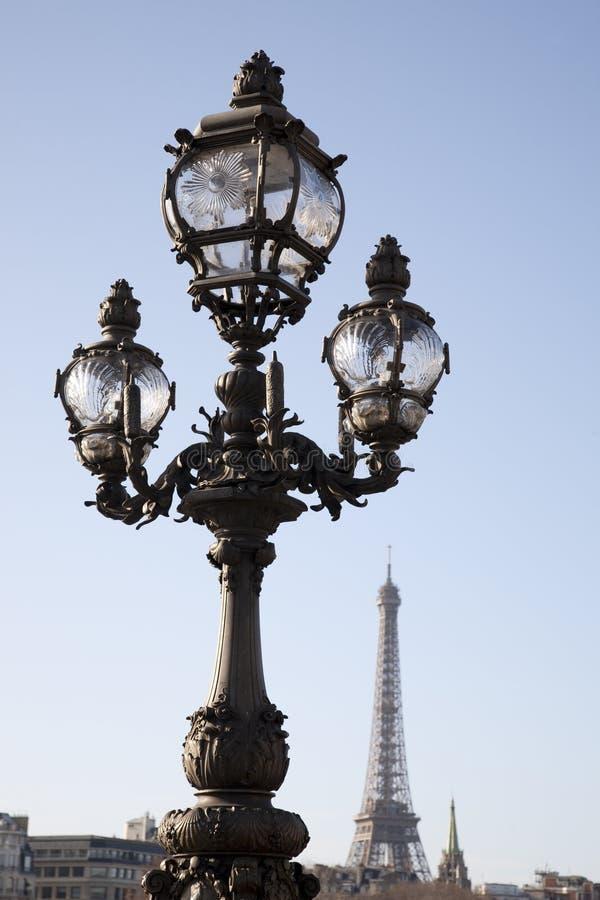 Ponte de Pont Alexandre III com a torre Eiffel fotografia de stock