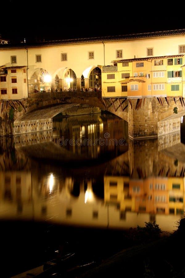 Ponte de Ponte Vecchio em Florença na noite imagens de stock royalty free