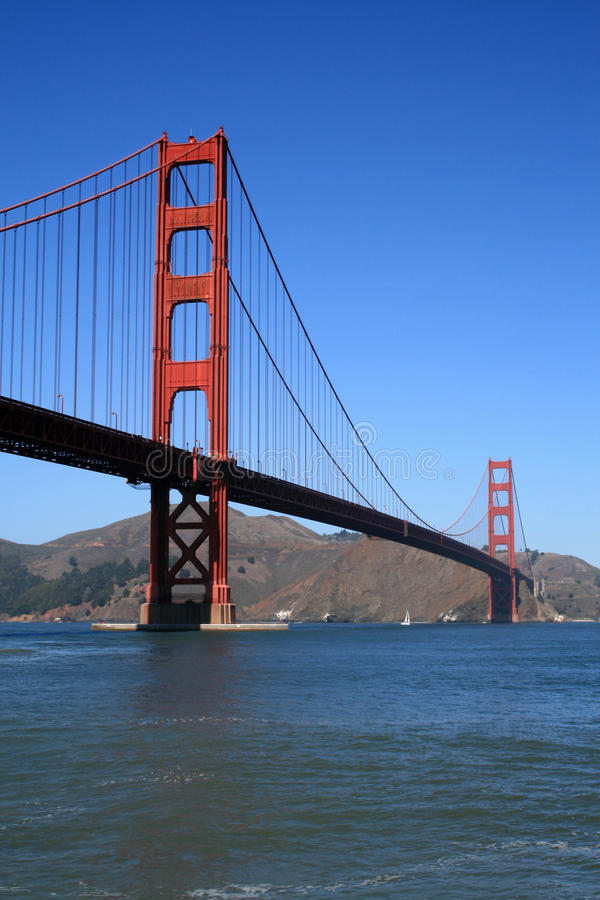 A ponte de porta dourada fotos de stock