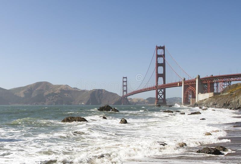 Ponte de porta dourada e praia do padeiro fotografia de stock royalty free