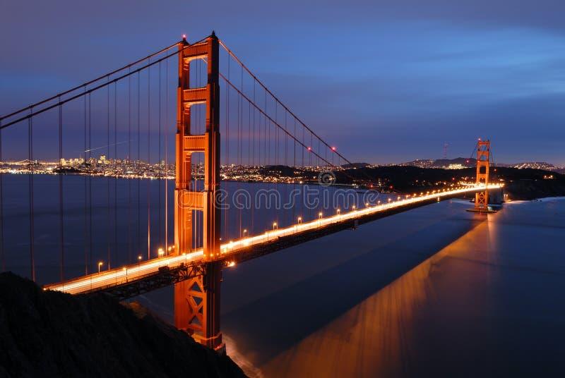 Ponte de porta dourada no alvorecer imagens de stock