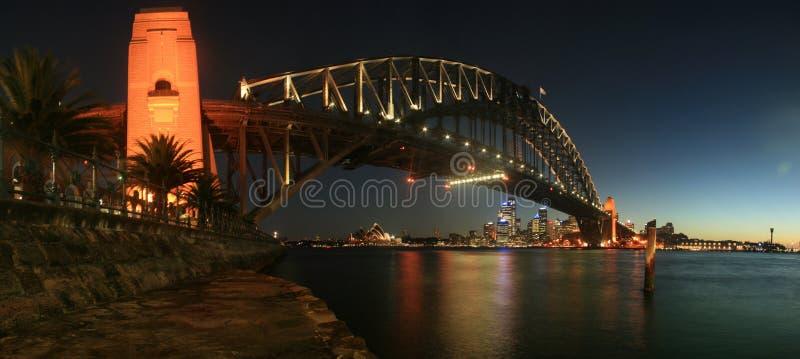 Ponte de porto de Sydney no panorama da noite foto de stock royalty free
