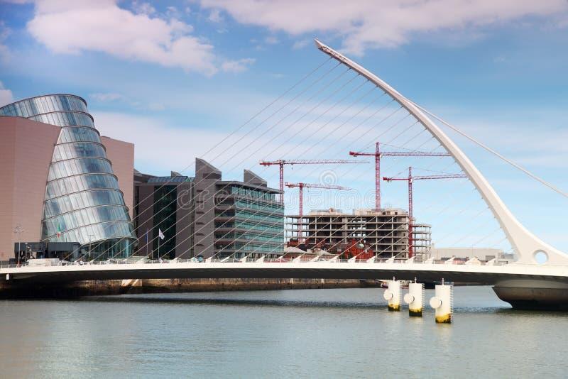 Ponte de Samuel Beckett sobre o rio Liffey no dia fotografia de stock royalty free