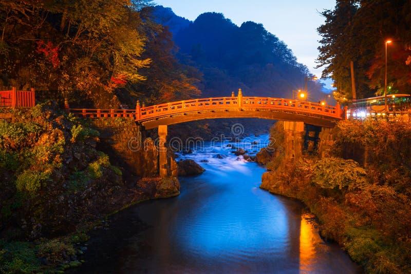 Ponte de Shinkyo durante o outono em Nikko fotos de stock royalty free