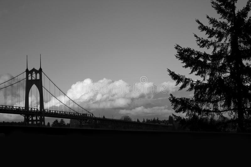 Ponte de St Johns com nuvens imagem de stock royalty free