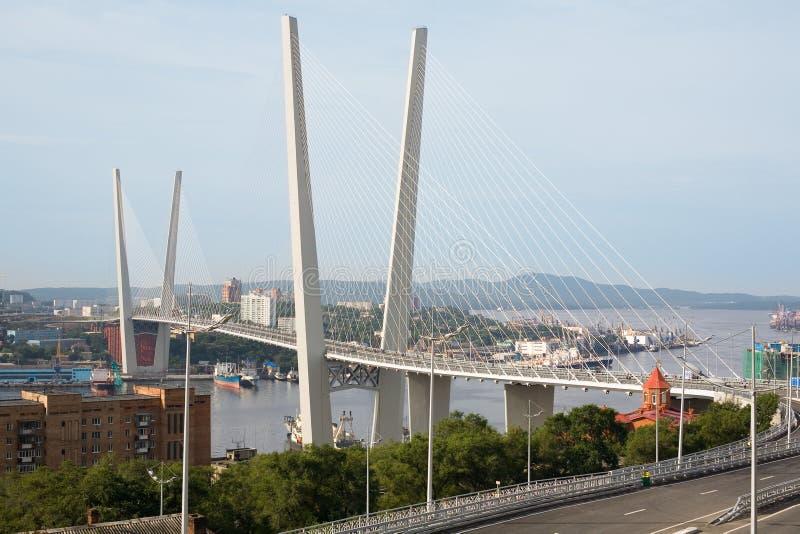 Ponte de suspensão em Vladivostok, Rússia fotografia de stock royalty free