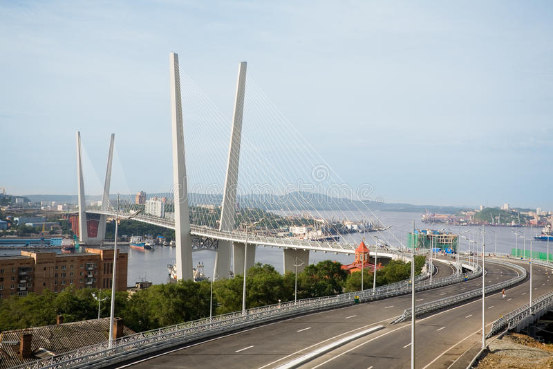 Ponte de suspensão em Vladivostok, Rússia fotos de stock royalty free