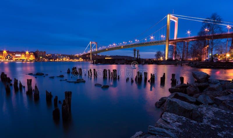 Ponte de suspensão na Suécia de Gothenburg que conecta a terra principal a I foto de stock