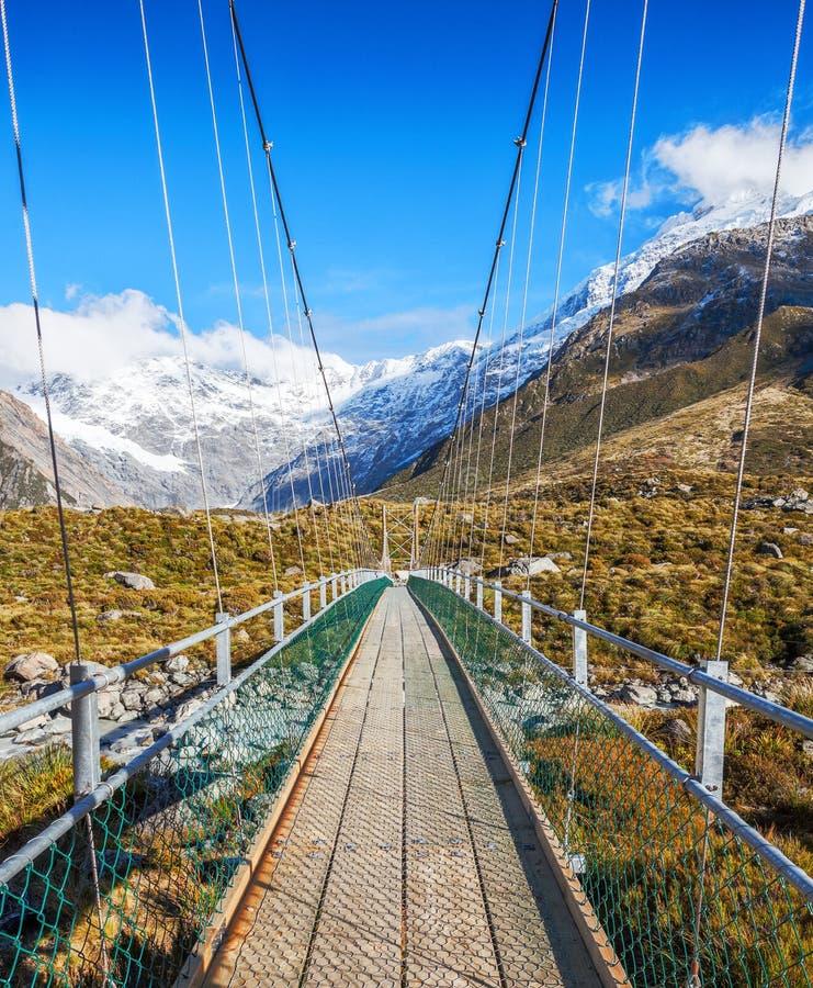 Ponte de suspensão no cozinheiro National Park da montagem, ilha sul, Nova Zelândia fotos de stock royalty free