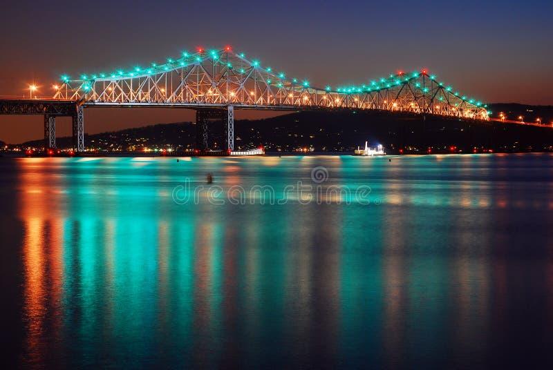 A ponte de Tappan Zee reflete em Hudson River foto de stock