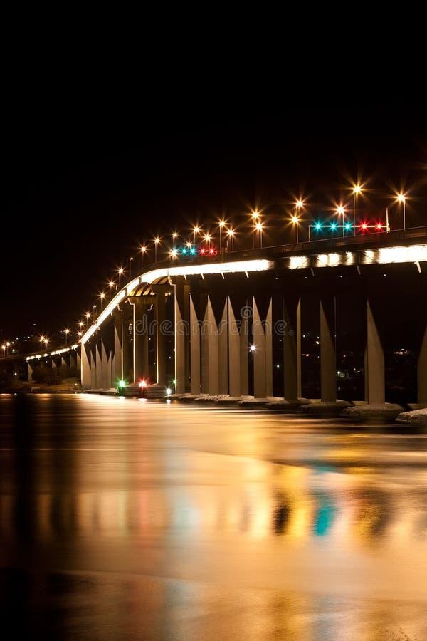 Ponte de Tasman em Hobart na noite fotografia de stock