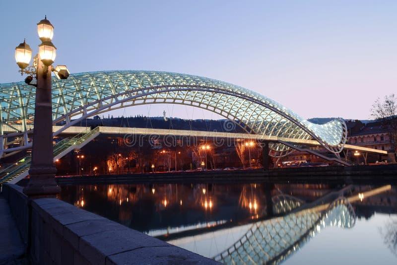Ponte de Tbilisi da paz fotos de stock