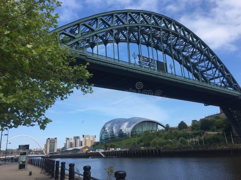 Ponte de Tyne e sábio Gateshead imagens de stock royalty free