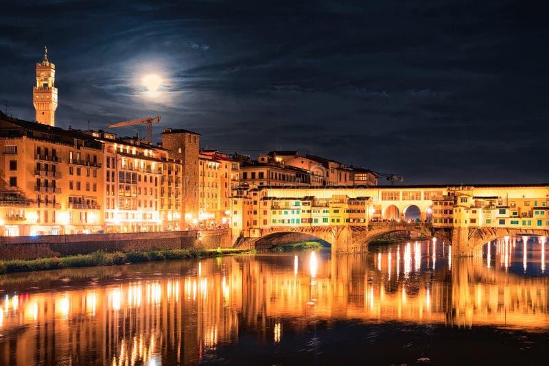 Ponte de Ponte Vecchio na noite de Florença fotos de stock