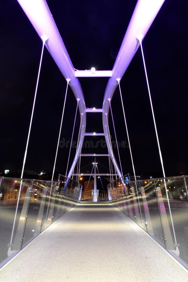 Ponte de vidro da noite em Dundee fotos de stock royalty free