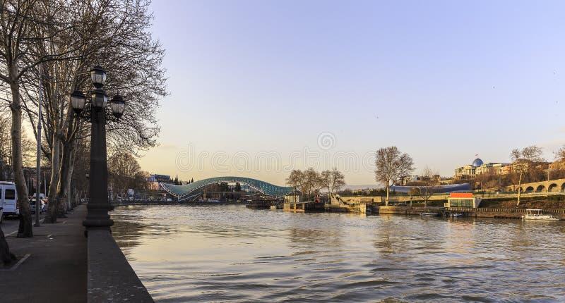 Ponte de vidro em Tbilisi imagem de stock royalty free