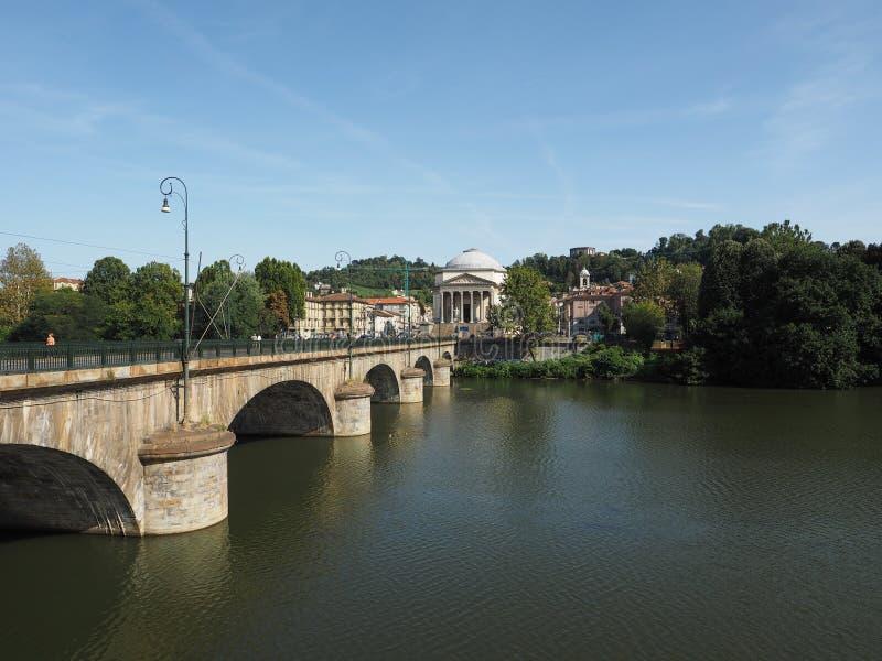 Ponte de Ponte Vittorio e igreja de Gran Madre em Turin imagem de stock royalty free
