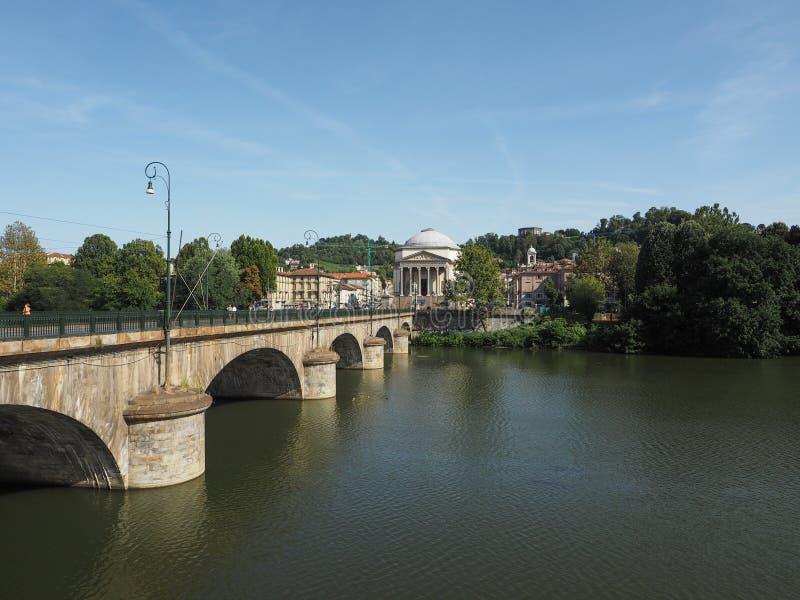 Ponte de Ponte Vittorio e igreja de Gran Madre em Turin foto de stock