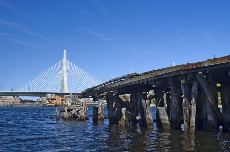 Ponte de Zakim e cais velho fotografia de stock