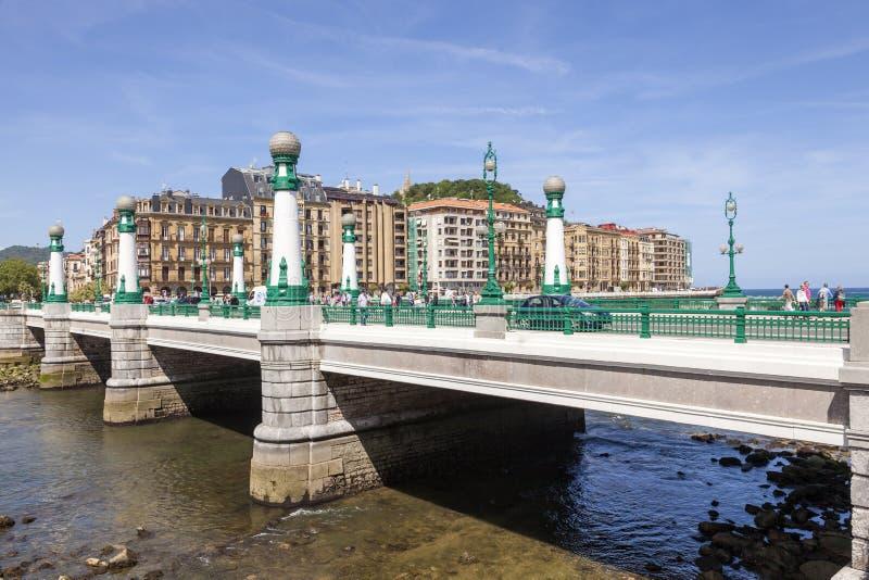 Ponte de Zurriola em San Sebastian, Espanha imagens de stock
