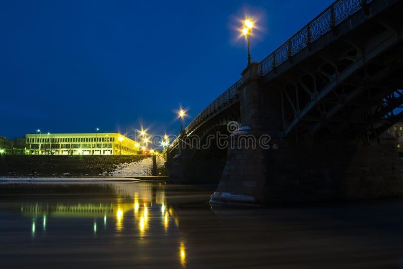 Ponte de Zverynas e o parlamento lituano imagens de stock royalty free