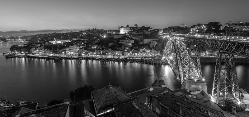 Ponte dei DOM LuiÂs I a Oporto Portogallo in bianco e nero fotografia stock libera da diritti