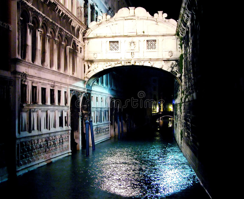 Ponte dei Sospiri by night royalty free stock images