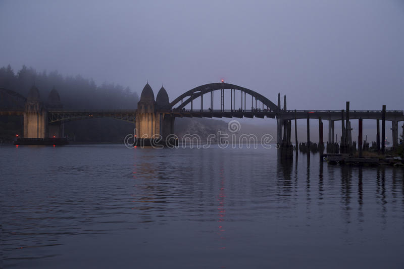 Ponte del fiume di Siuslaw, ponte di basculla fotografia stock