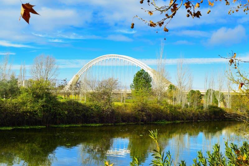 Ponte del fiume e di lusitania di Guadiana a Merida, Spagna fotografia stock
