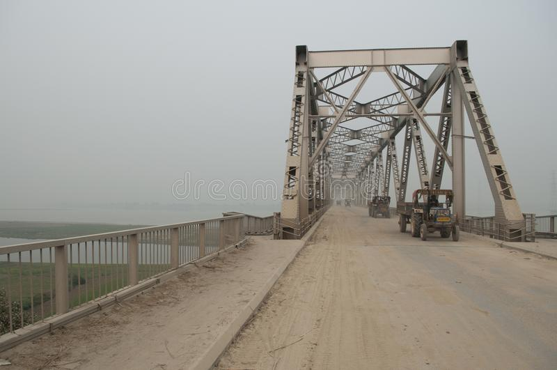 Ponte del metallo nel Bihar, India immagine stock libera da diritti
