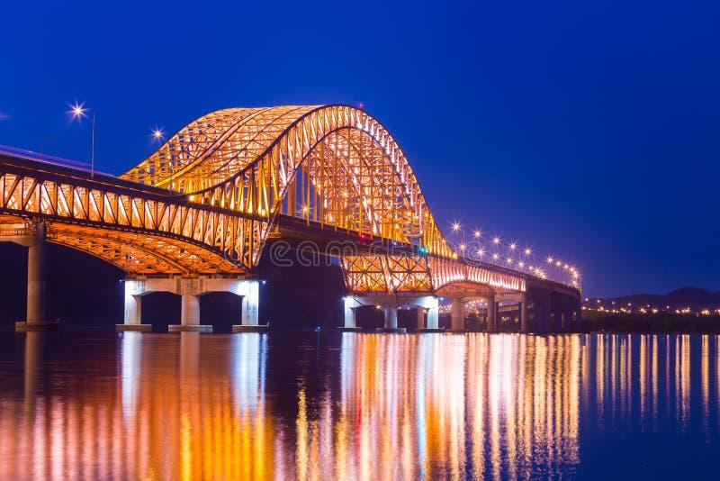 Ponte del ponte il bello fiume Han alla notte, Se di Seoul Banghwa fotografia stock libera da diritti