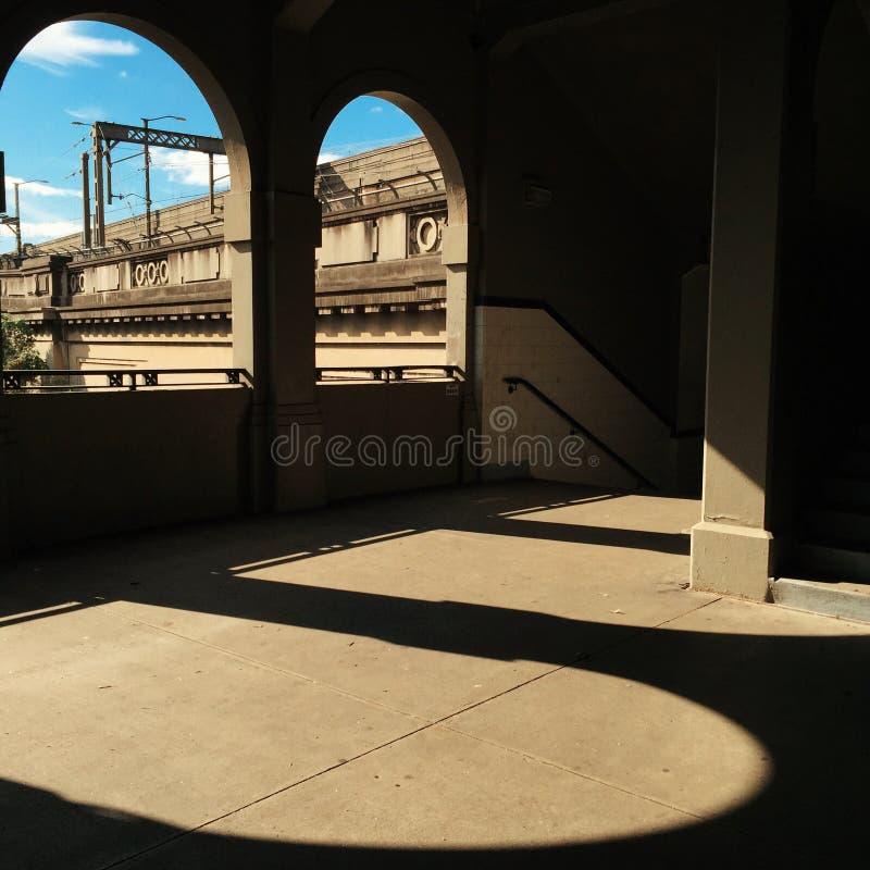 Download Ponte Del Porto Dalle Finestre Incurvate Fotografia Stock - Immagine di ombre, terra: 55355560