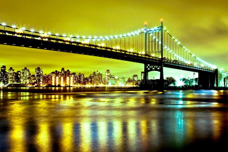 Ponte del Queens, arrossente fiume, New York immagine stock