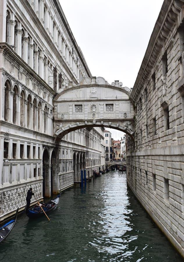 Ponte Del Sospiri, ponte dos suspiros em Veneza, Itália imagens de stock