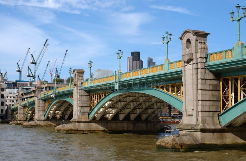 Ponte del Tamigi, Londra Southwark immagine stock