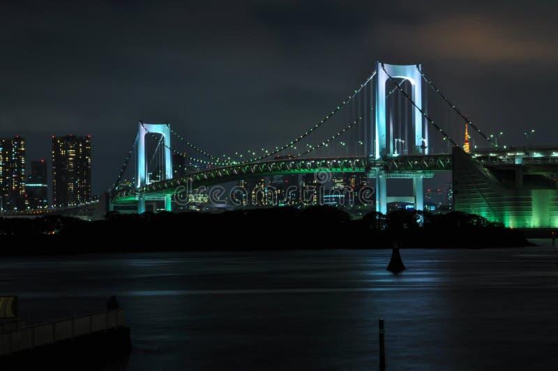 Ponte dell'arcobaleno di notte fotografie stock libere da diritti