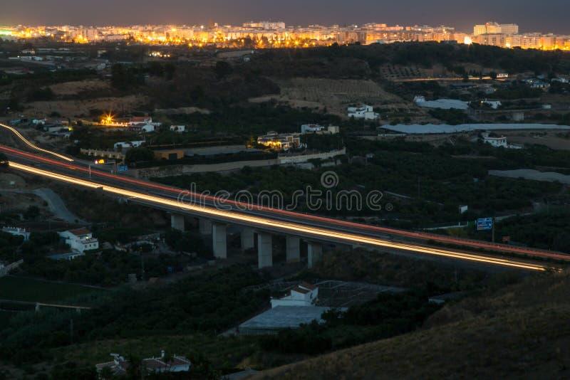 Ponte dell'autostrada alla notte fotografia stock