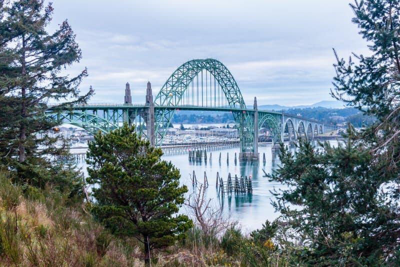 Ponte della baia di Yaquina nell'Oregon immagine stock