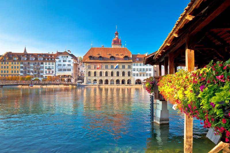Ponte della cappella di Lucerna e vista dei punti di riferimento di lungomare fotografia stock