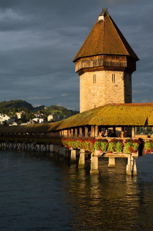 Ponte della cappella sopra il fiume di Reuss fotografia stock libera da diritti