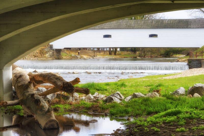 Ponte della copertura in Elizabethton, Tennessee immagine stock