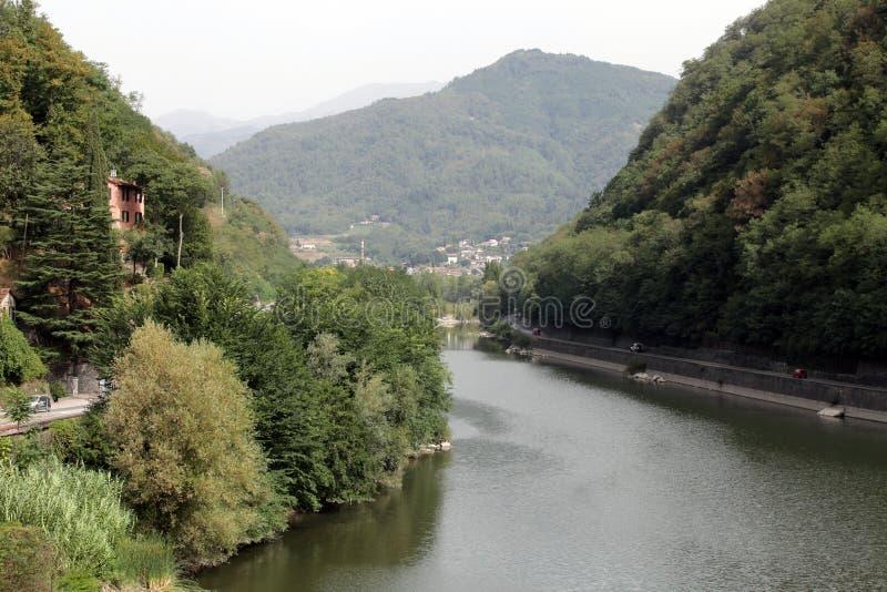 Ponte della Maddalena över Serchioen. fotografering för bildbyråer