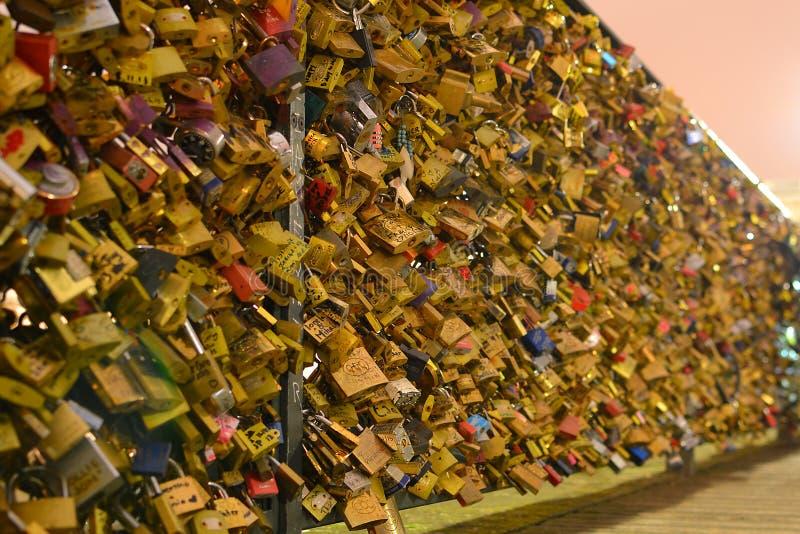 Ponte della serratura di amore fotografia stock