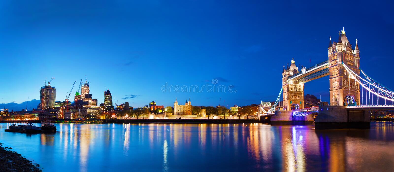 Ponte della torre a Londra, Regno Unito alla notte immagine stock