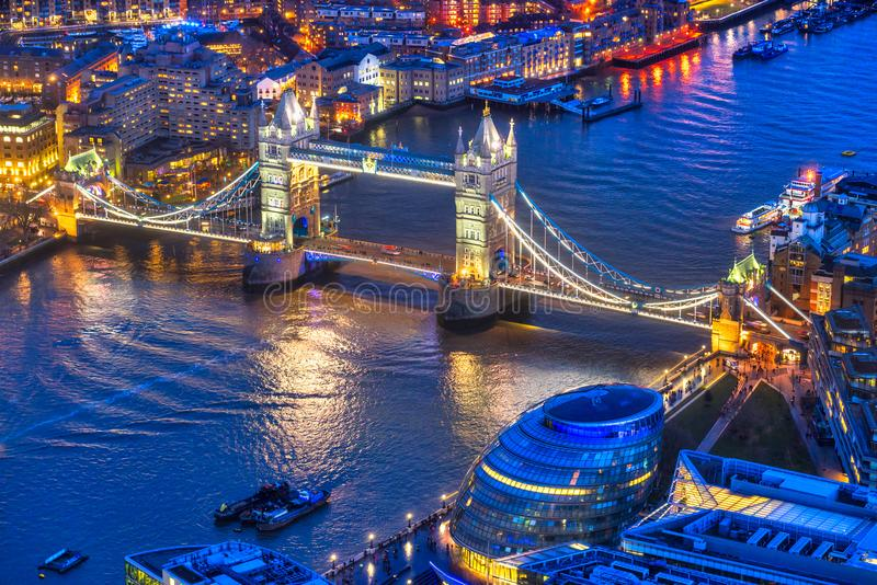 Ponte della torre, vista dal coccio, Londra, Regno Unito immagini stock